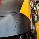 Celopolep žlutou lesklou a karbonovou auto fólií