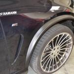 Černý strukturovaný karbon na lemy vozu BMW