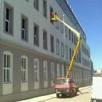 Instalace exteriérové sluneční folie Prestige 40 pomocí pracovní plošiny