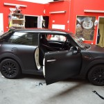 3D autofolie matná černá a matná červená na Minicooper