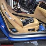 3D metalická modrá perleť včetně vnitřní části dveří na Bentley