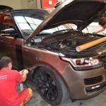 Aplikace ochranné folie na celou přední část vozu Range Rover