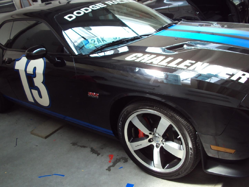 Černé fólie na vozu Dodge