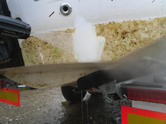 Čištění lodi s fólií tlakovou vodou