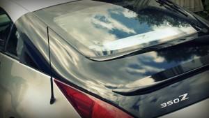 Nissan 350z s černou autofólií